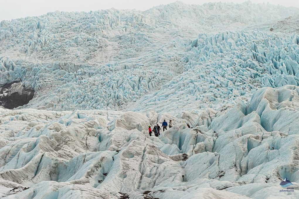 Hikers on Falljokull, an outlet glacier of Vatnajokull