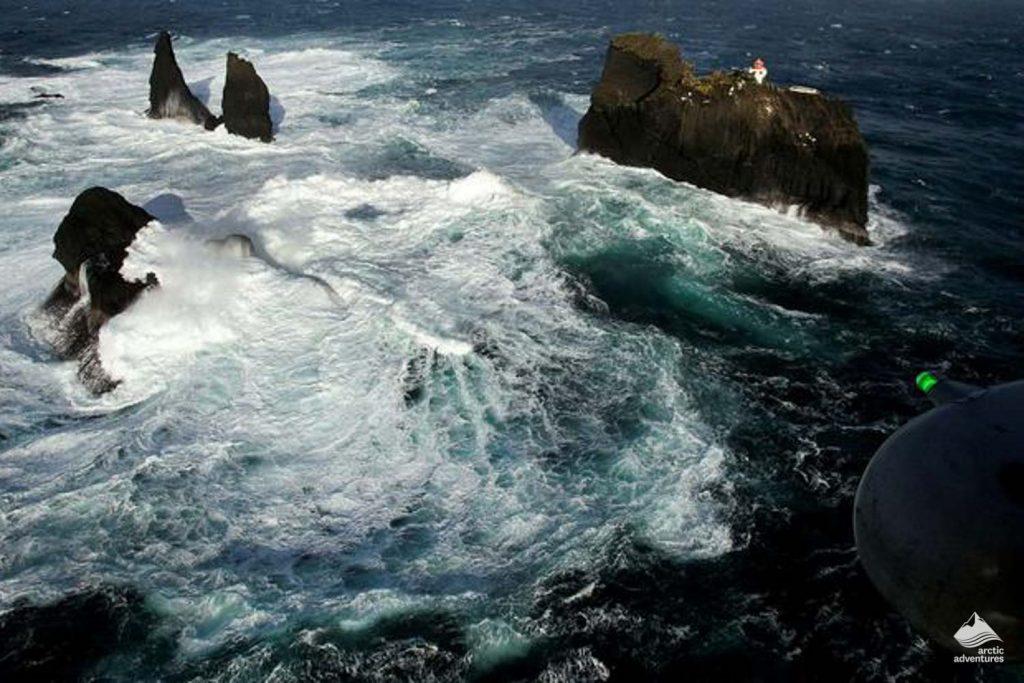 Waters crash around Þrídrangaviti lighthouse