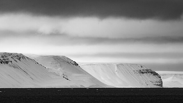 Redstock bay nunavut black and white