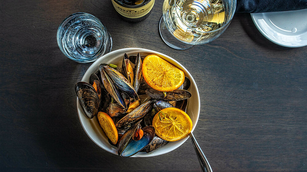 PEI mussels with citrus and white wine