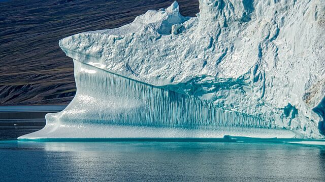 Iceberg with waterlines and bubble tracks