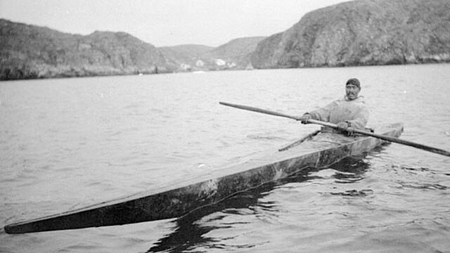Inuit man in kayak 1929 killiniq port burwell