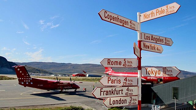 Plane and signs in Kangerlussuaq Carolyne Parent