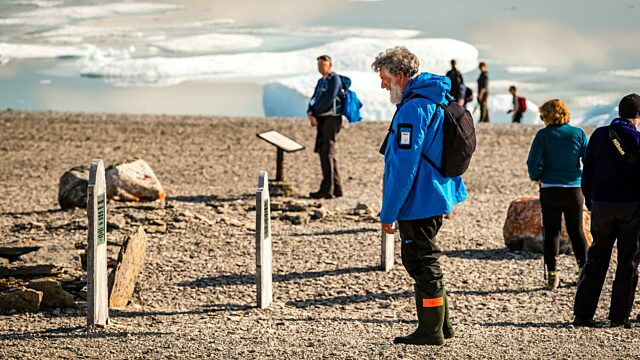 Franklin expedition graves beechey island