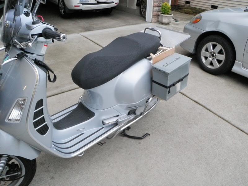 Dog carrier for vespa scooter