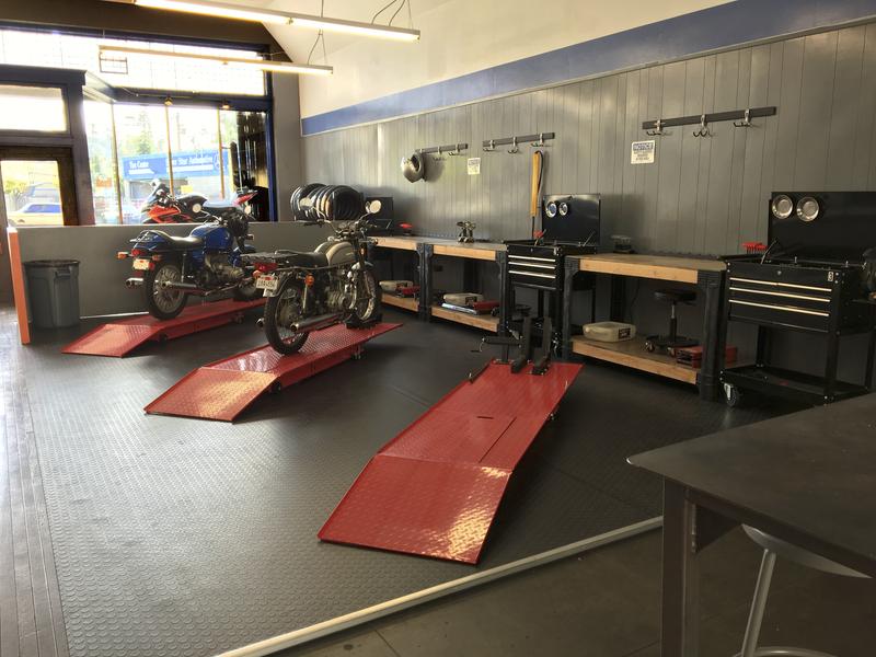 Super Moto Republic Diy Motorcycle Shop Open In Los Angeles Dailytribune Chair Design For Home Dailytribuneorg
