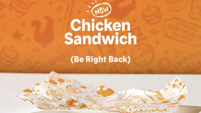 A note that says Chicken Sandwich (Be Right Back) from Popeyes.