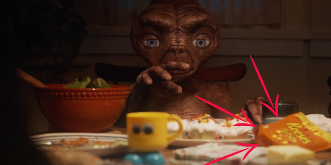 A still of E.T. with two arrows pointed at Reese