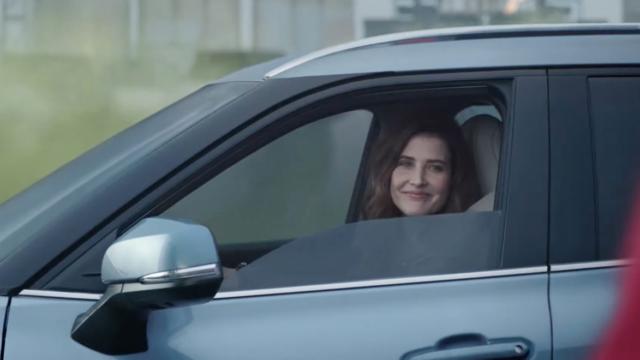 cobie smulders driving a car