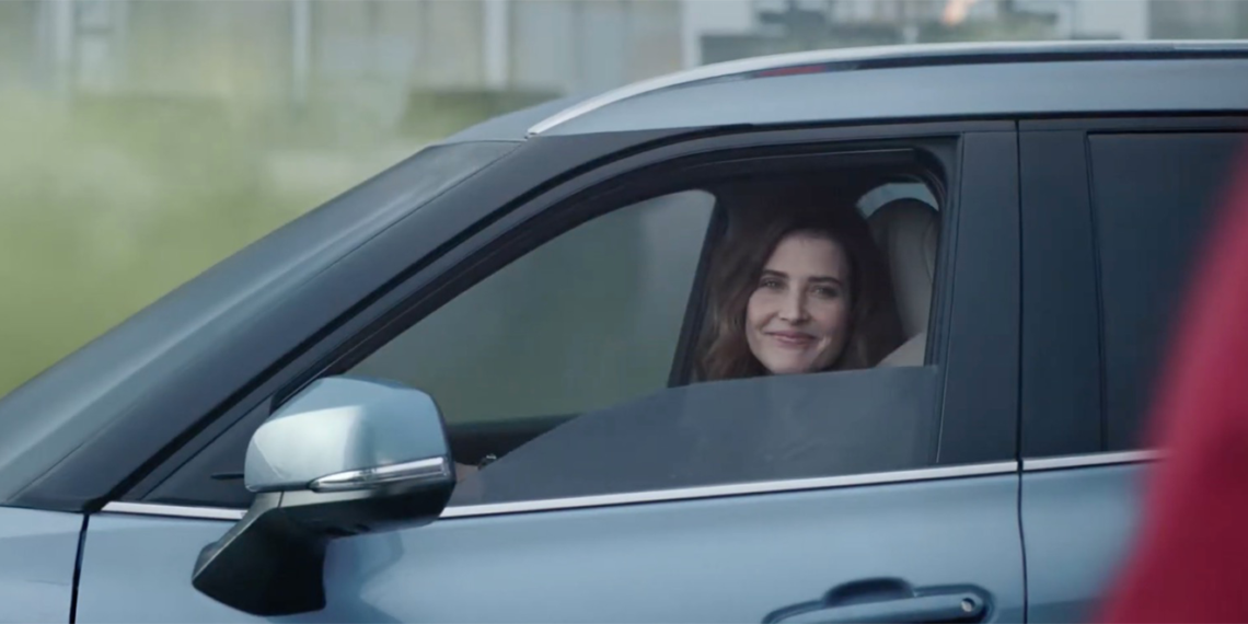 cobie smulders driving a car