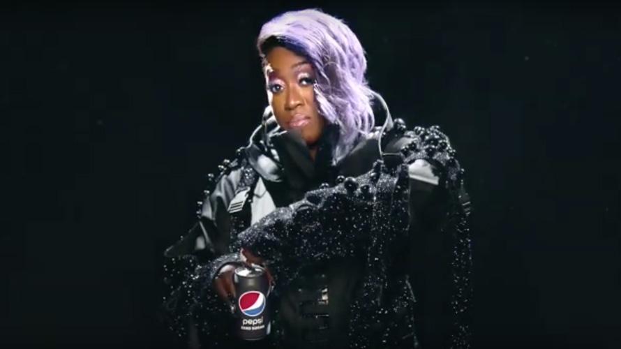 Missy Elliott opening a can of pepsi zero
