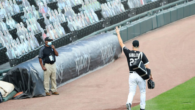 player waving to virtual fan