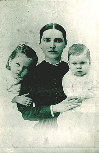 Elizabeth (Mallory) Daniels and children