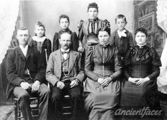 Peter Dehen & Theresia (Heuring) Family, 1895