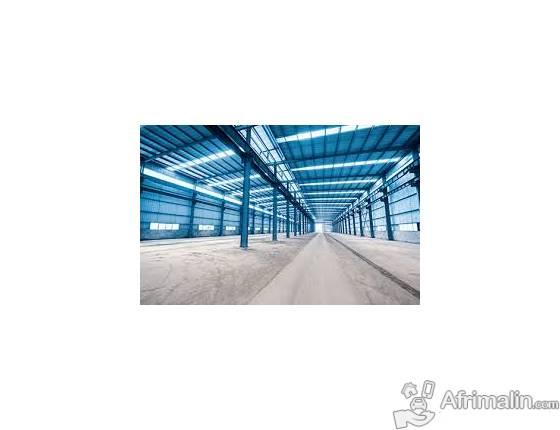 Offre d'entrepôt de grande capacité de stockage en location.