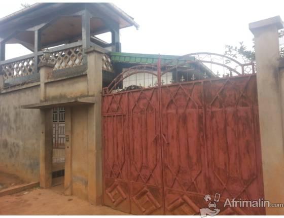 maison a vendre a yaounde yaound r gion du centre. Black Bedroom Furniture Sets. Home Design Ideas