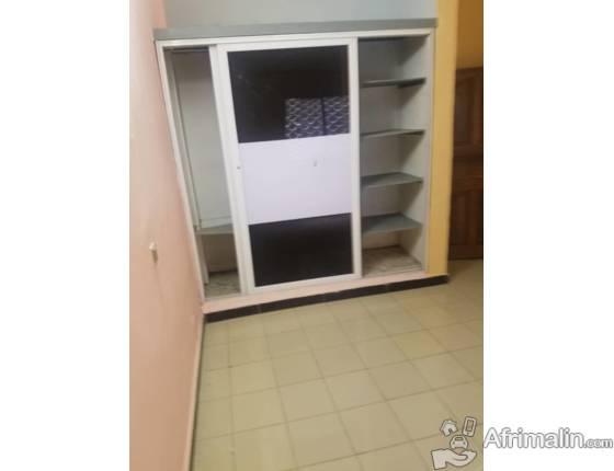 Appartement  avec forage, Sécurisé  à louer à Douala Ndongbong (Fin Goudron)