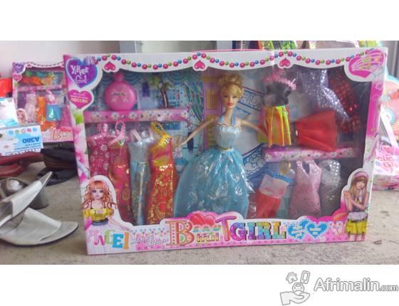 poupee barbie avec ses accessoires cotonou r gion du littoral b nin jouets accessoires. Black Bedroom Furniture Sets. Home Design Ideas