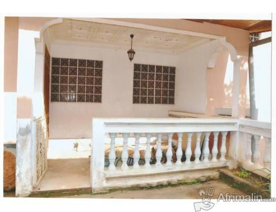 maison a vendre yaounde yaound r gion du centre. Black Bedroom Furniture Sets. Home Design Ideas