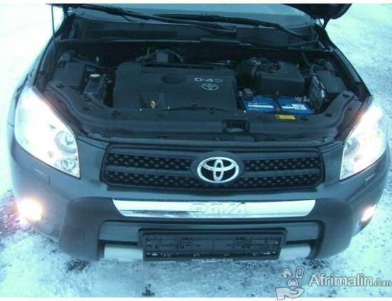 Voiture fiable et riche en carburant Toyota RAV4 2.2 D-4D