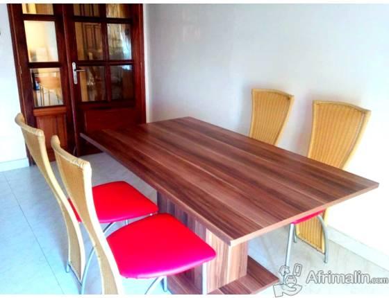 table a manger en bois 6 places dakar r gion de dakar s n gal meubles sur afrimalin. Black Bedroom Furniture Sets. Home Design Ideas