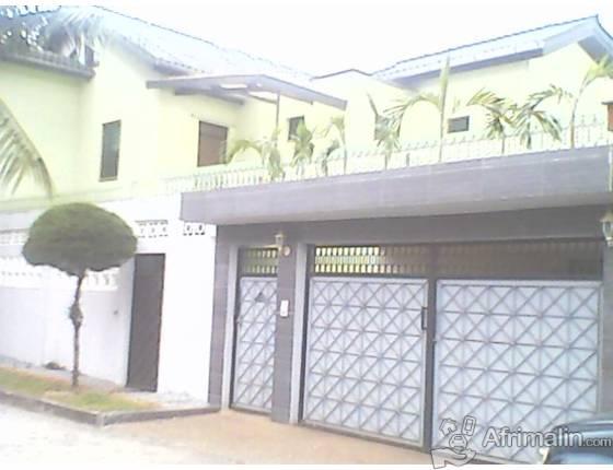 tres belle villa a vendre abidjan r gion d 39 abidjan. Black Bedroom Furniture Sets. Home Design Ideas