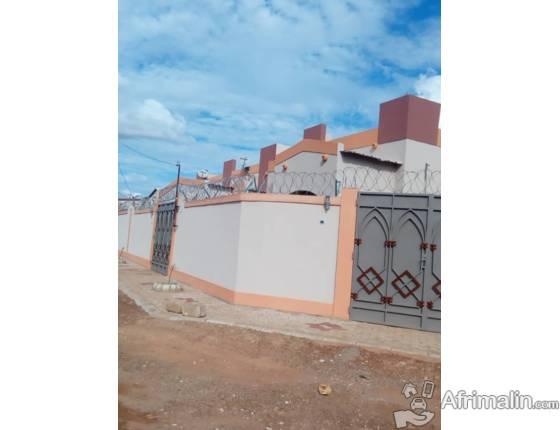 Une villa de deux chambres salon en location à Ouaga 2000