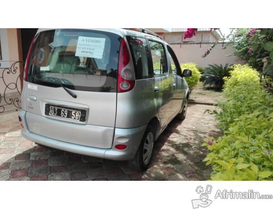 Toyota Yaris à vendre à Yaoundé 3.800.000 F CFA.