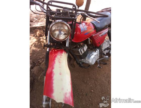 Moto AG YAMAHA 100 à revendre