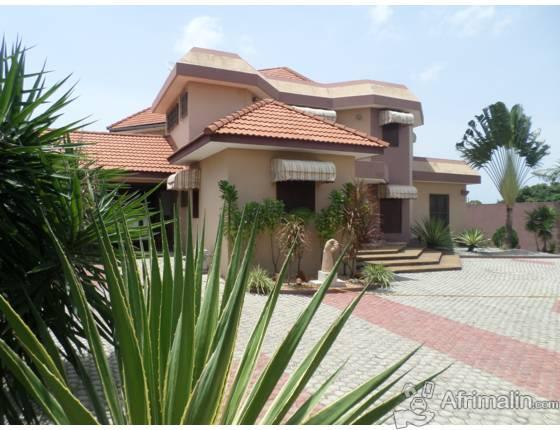 Villa duplex sur beverly hills riviera golf 4 abidjan for Garage de la riviera villeneuve d ascq