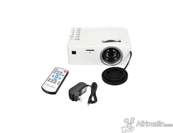 Mini vidéo projecteur 3D Portable. Marque UNIC