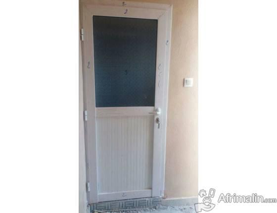 Des portes alimium en vitre ainsi pour vos bureau en alimium