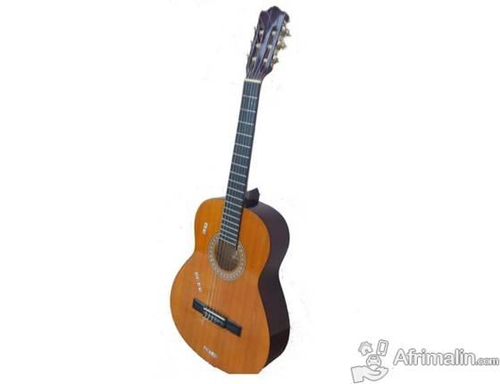 Guitare classique avec housse en cuir