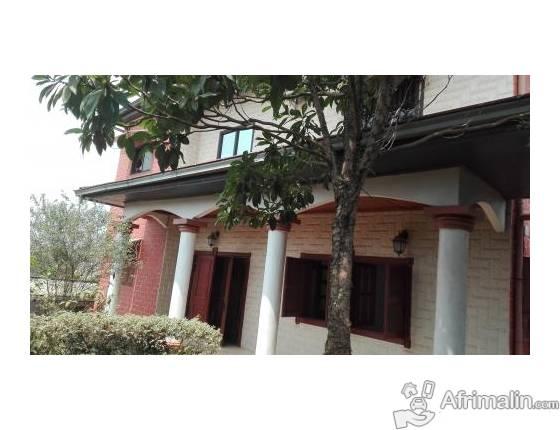 1 Villa en duplex avec dépendance à louer à Odza, Yaoundé 450.000 F CFA le mois