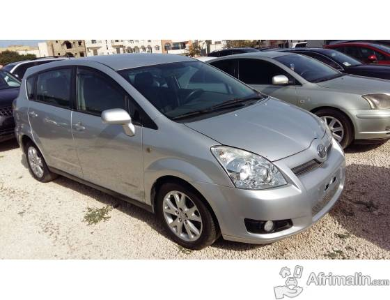 Toyota verso grise