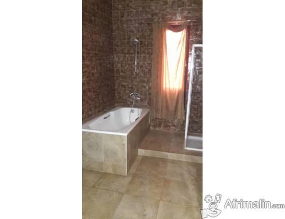 A louer superbe villa meublee avec 4 chambres climatisees à ngor almadie