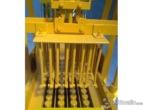 Machine parpaing manuelle