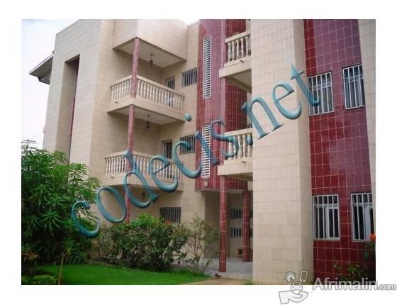 1Appartement de 03 chambres à louer à Bastos, Yaoundé. 650.000 F CFA le mois