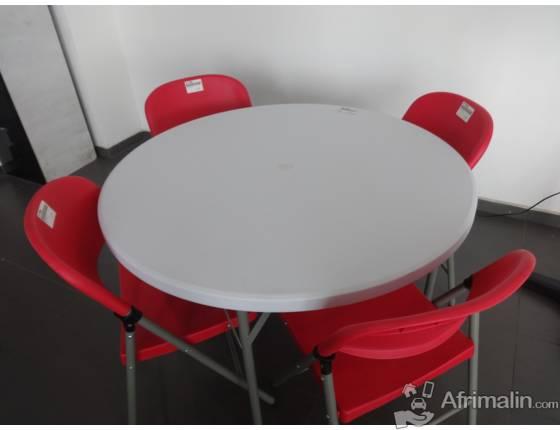 Plastique Et CotonouRégion LittoralBénin Chaise Du 95000 Table KcJF1l