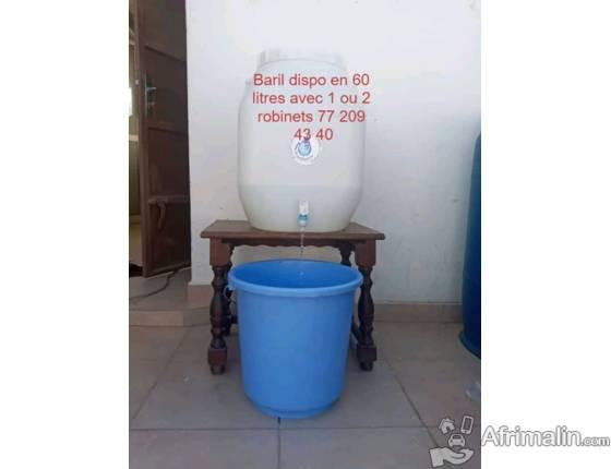 seaux et baril  à robinet pratique pour le lavage des mains