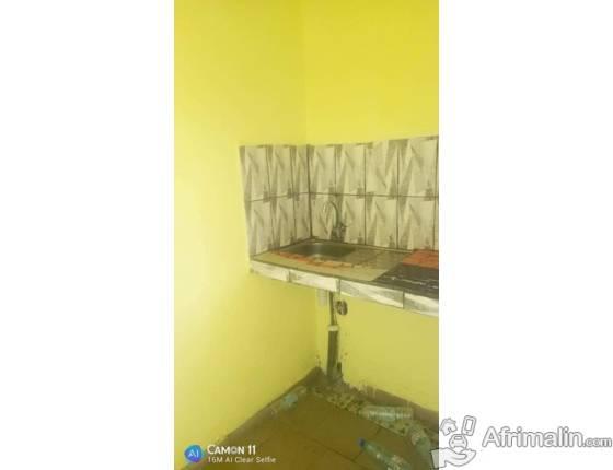 Chambre moderne avec cuisine et placards a louer a Nsam