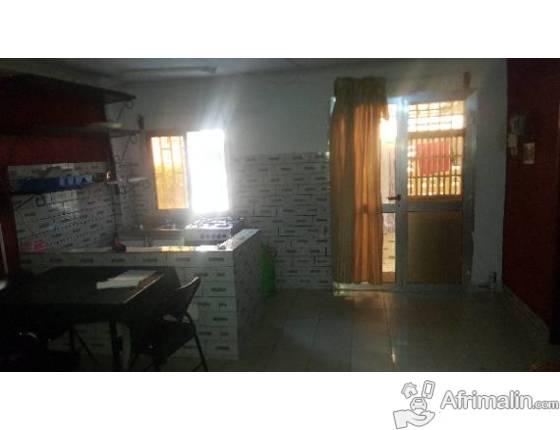 Studios meublé disponoble à Kipé