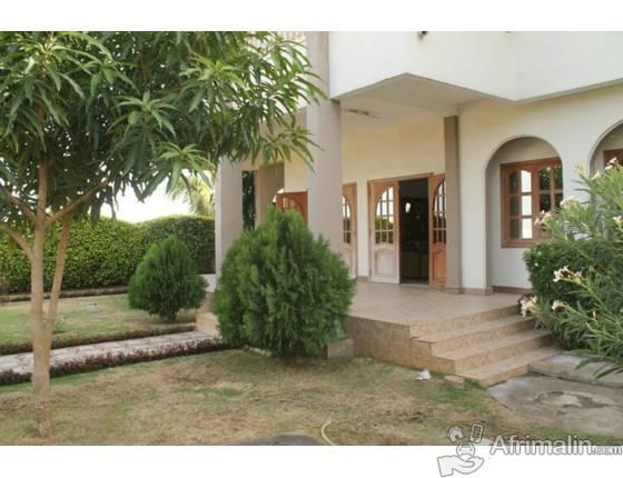 belle villa meubl e vendre cotonou r gion du littoral. Black Bedroom Furniture Sets. Home Design Ideas
