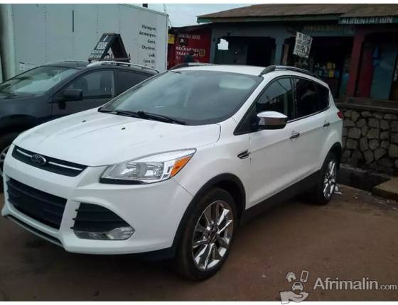 VOITURE FORD ESCAPE ANNEE 2014