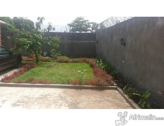 maison sur terrain de 575m2 vendre bibwa kinshasa. Black Bedroom Furniture Sets. Home Design Ideas