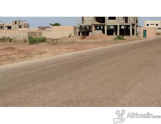 Parcelle située à Ouaga2000 extension sud - pan coupé - Voie bitumée