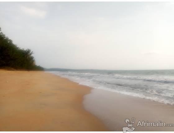 Terrain bordure de mer à vendre