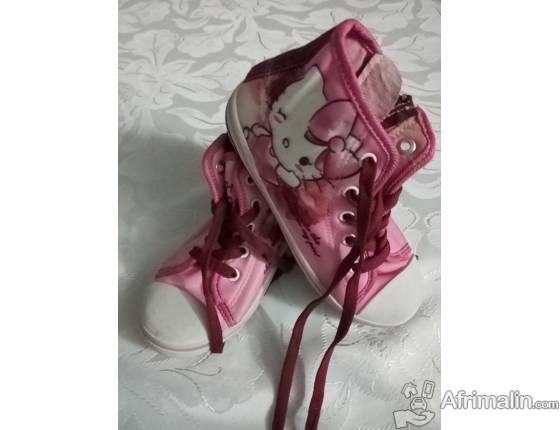 CHAUSSURE D'ENFANT EN VENTE A 5000 AU 77 09 82 92
