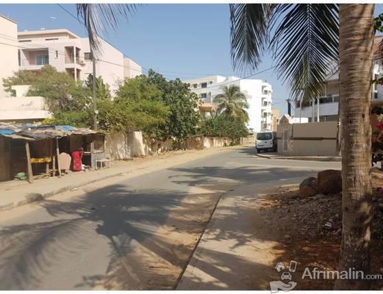 A vendre terrain de 600m² devant notaire à la cité biagui