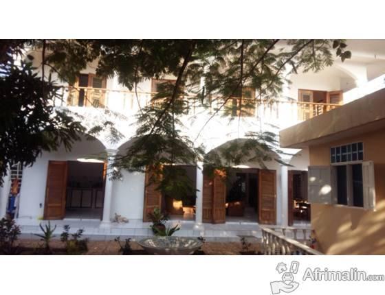maison style colonial cotonou r gion du littoral b nin. Black Bedroom Furniture Sets. Home Design Ideas